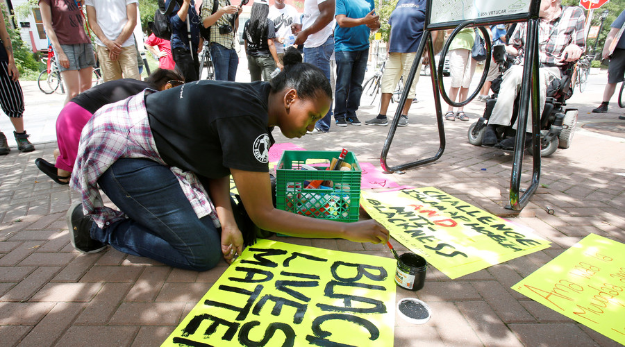 Hadayo Ali prepares a Black Lives Matter sign before a protest march in Ottawa, Ontario, Canada July 30, 2016 for Abdirahman Abdi, a mentally ill black man who died following his arrest by police. © Patrick Doyle