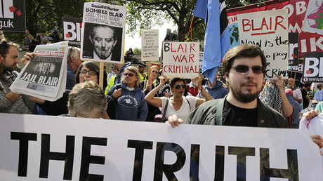 Demonstrators protest before the release of the John Chilcot report into the Iraq war, at the Queen Elizabeth II centre in London, Britain July 6, 2016. ©Paul Hackett