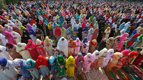 End of Ramadan: Muslims worldwide celebrate Eid al-Fitr