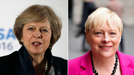 Britain's Home Secretary Theresa May (L) and former Labour Party Business policy chief Angela Eagle. © Reuters