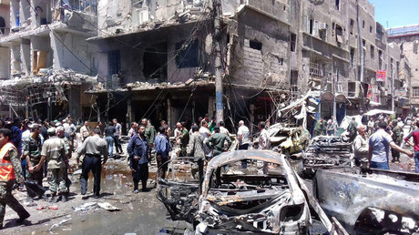 Men and Syrian Army members inspect a damaged site after a suicide and car bomb attack in south Damascus Shi'ite suburb of Sayeda Zeinab © SANA