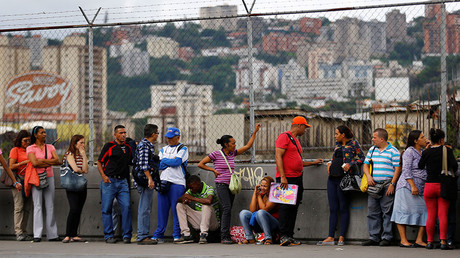 People line up expecting to buy food outside a supermarket in Caracas, Venezuela June 13, 2016. © Ivan Alvarado