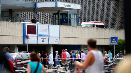 People return to the university clinic in Steglitz, a southwestern district of Berlin, July 26, 2016 © Hannibal Hanschke
