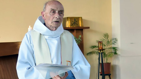 This picture obtained on the website of the Saint-Etienne-du-Rouvray parish on July 26, 2016 shows late priest Jacques Hamel celebrating a mass on June 11, 2016 in the church of Saint-Etienne-du-Rouvray, Normandy © HO