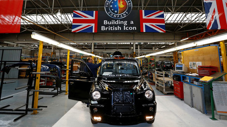 A worker checks a TX4 at the end of the production line at the London Taxi Company in Coventry, central England © Darren Staples