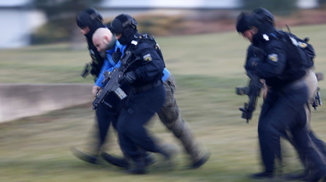 Members of German federal police Bundespolizei demonstrate their skills during a presentation of the new unit for arrests and securing evidence (BFE) in Ahrensfelde near Berlin, Germany. © Hannibal Hanschke