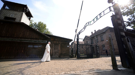 """Pope Francis walks through Auschwitz's notorious gate with the sign """"Arbeit Macht Frei"""" (Work sets you free) during his visit to the former Nazi death camp, Poland, July 29, 2016 © Filippo Monteforte"""