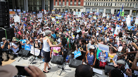Green Party presidential candidate Jill Stein speaks during a rally of Bernie Sanders supporters outside the Wells Fargo Center on the second day of the Democratic National Convention in Philadelphia, Pennsylvania, July 26, 2016 © Dominick Reuter