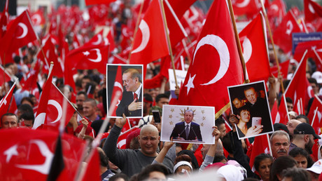 Supporters of Turkish President Tayyip Erdogan wave Turkish flags during a pro-government protest in Cologne, Germany July 31, 2016. © Thilo Schmuelgen