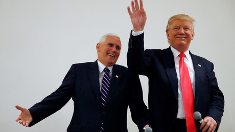 Republican presidential candidate Donald Trump (R) and vice presidential candidate Mike Pence © Carlo Allegri