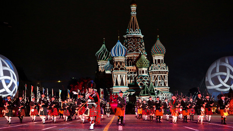"""Members of the Celtic Massed Pipes and Drums band perform during the """"Spasskaya Tower"""" International Military Music Festival media preview in Red Square in Moscow, Russia, August 26, 2016 © Sergei Karpukhin"""