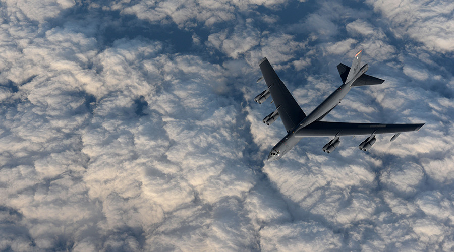 A KC-135 Stratotanker from RAF Mildenhall, England, refuels a B-52 Stratofortress from Minot Air Force Base, North Dakota, in support of Operation Polar Roar over Scotland, Aug. 1, 2016 © U.S. Air Force photo by Staff Sgt. Kate Thornton