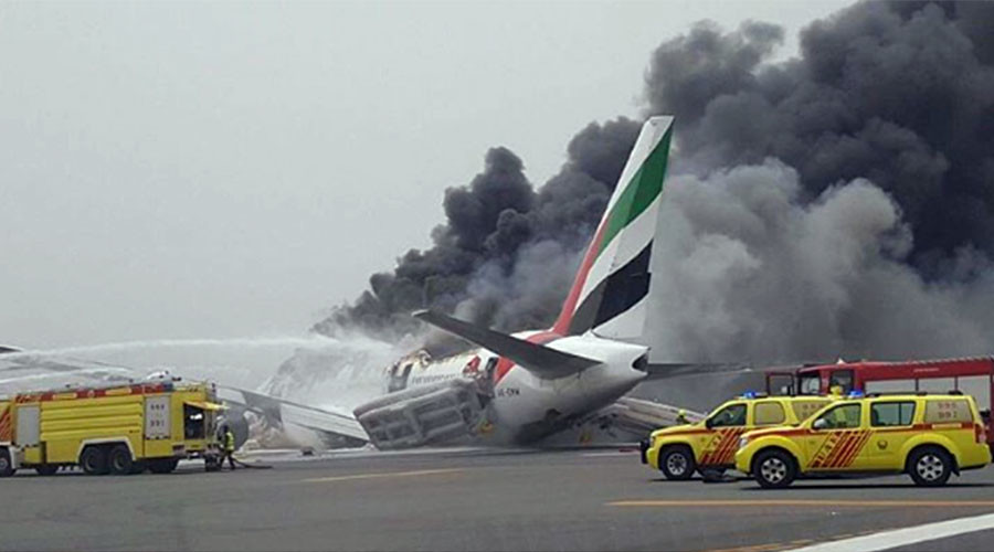 Firefighter killed as Emirates jet engulfed in flames crash-lands in Dubai (PHOTOS, VIDEO)