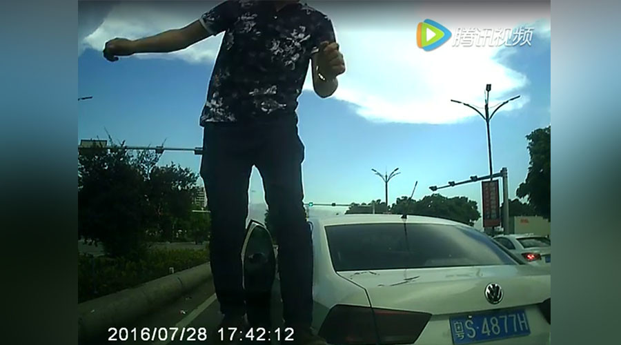 Extreme road rage escalates into crazed car-ramming episode in China (VIDEO)