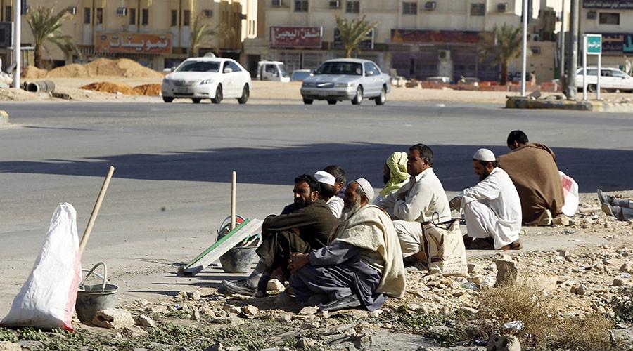 Foreign construction laborers in Riyadh ©Fahad Shadeed