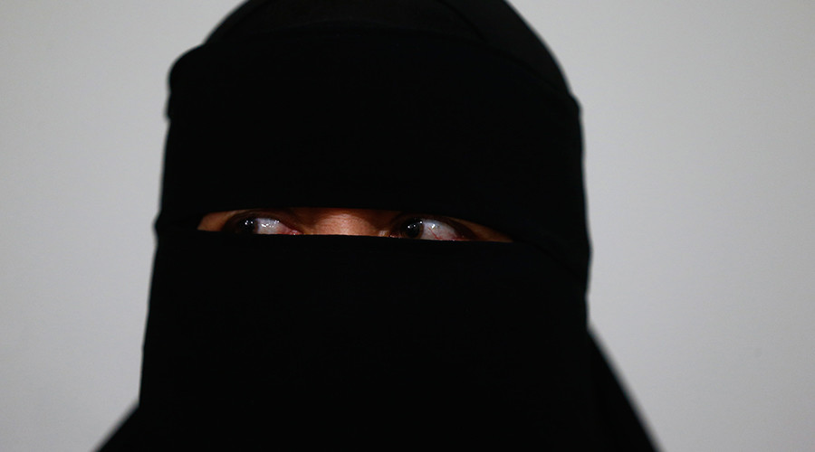 'It's a high crime area': Woman wearing traditional Muslim clothing kicked out of store