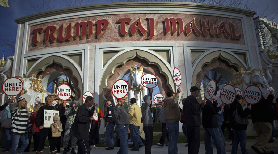 Union members from UNITE HERE Local 54 rally outside the Trump Taj Mahal Casino in Atlantic City, New Jersey. File photo. © Mark Makela