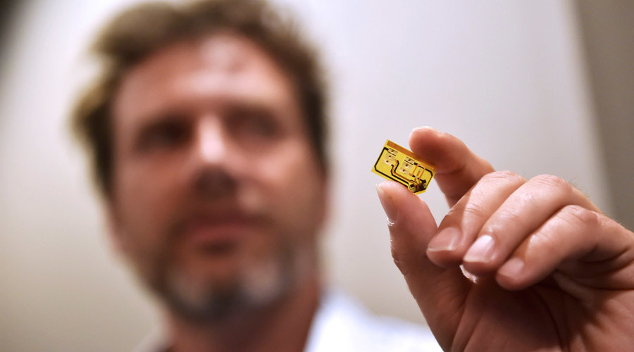 Tod Beardsley, senior security research manager for Rapid 7 displays a shimmer, a small device that can record and transmit credit card chip information during the 2016 Black Hat cyber-security conference in Las Vegas, Nevada, U.S.  © David Becker