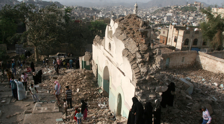 People gather among the rubble of a Sufi mosque that was blown up in the southwestern city of Taiz, Yemen, July 30, 2016.  © Anees Mahyoub