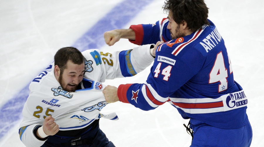 SKA' Evgeny Artyukhin (right) and Barys' Damir Ryspayev. © Alexei Danichev