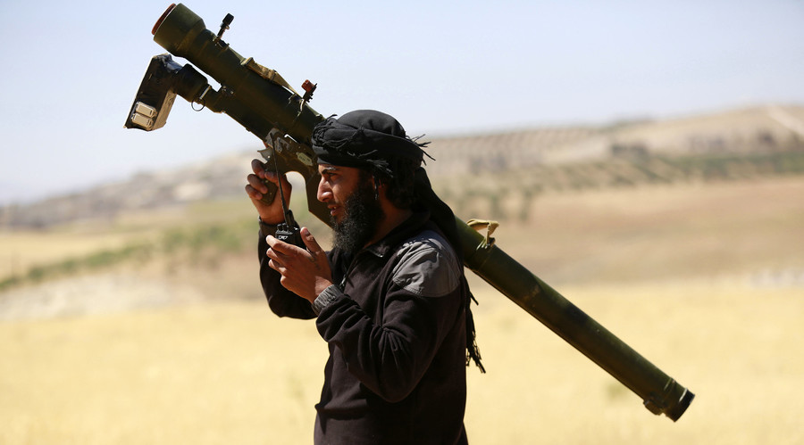 An Islamist Syrian rebel group Jabhat al-Nusra fighter. © Hamid Khatib