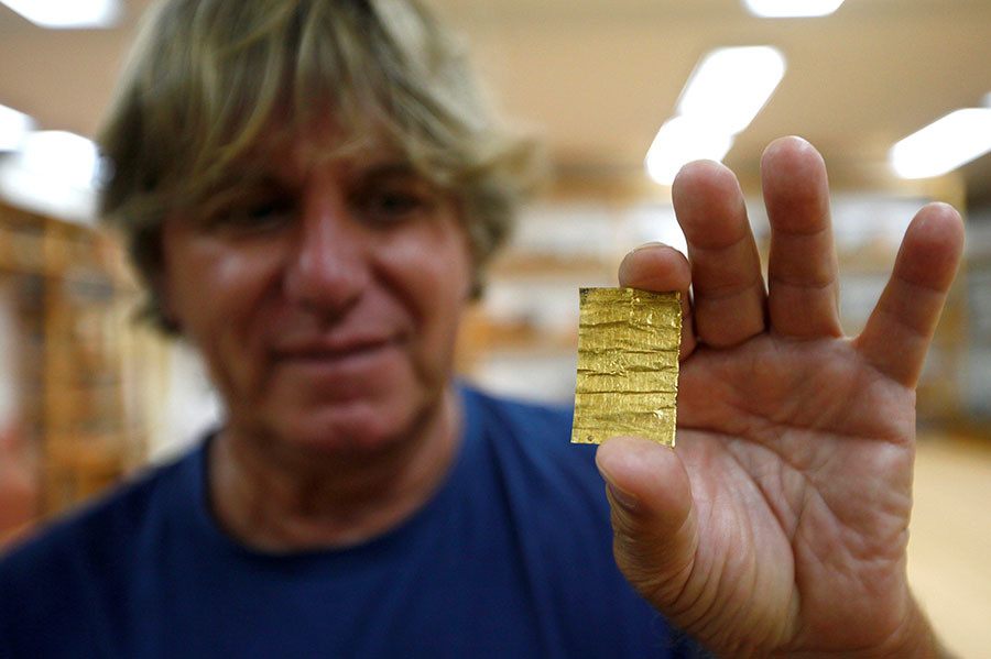 Belgrade archaeology institute chief archaeologist Miomir Korac displays recently found golden amulet at the Viminacium site August 8, 2016. © Djordje Kojadinovic