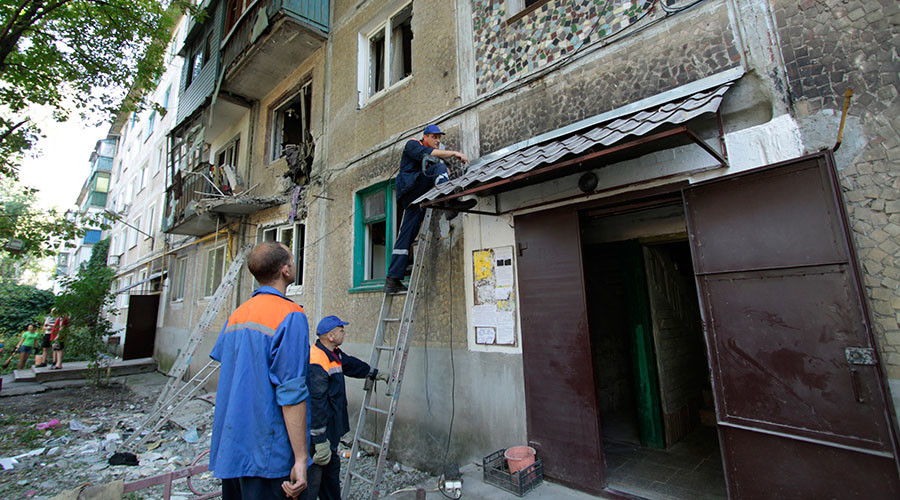 08.01.2016. Employees of the gas service restore gas supplies damaged by shelling of the city by Ukrainian forces in a five-story building in Yasinovataya. ©Sergey Averin