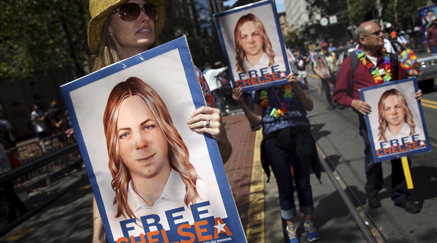 People hold signs calling for the release of imprisoned wikileaks whistleblower Chelsea Manning while marching in a gay pride parade in San Francisco, California June 28, 2015. © Elijah Nouvelage