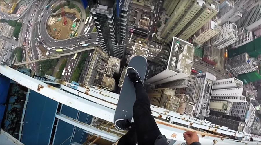 Daredevil toys with drop-in of death at Hong Kong skyscraper (VIDEO)