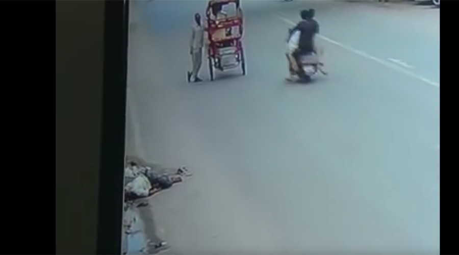 Man hit by truck ignored by 140 cars, 82 rickshaws, 181 bikers, 45 pedestrians (VIDEO)