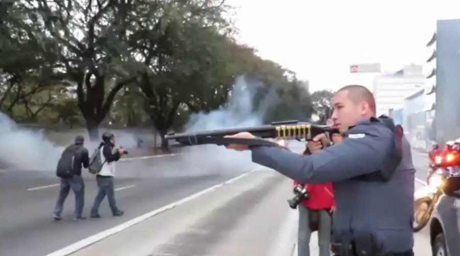 Police use tear gas & rubber bullets against protesting Brazilian students (VIDEO)