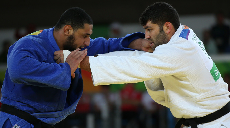 Egyptian judoka jeered after refusing to shake Israeli opponent's hand