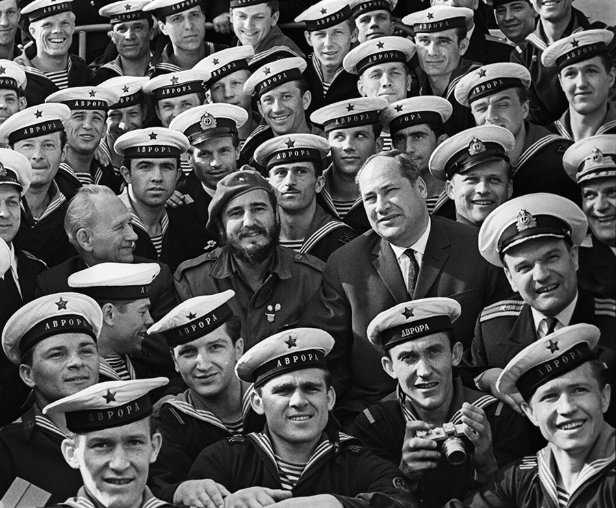 Chairman of the State Council and Prime Minister of the Republic of Cuba, the leader of the Cuban revolution Fidel Catsro visits the legendary Aurora cruiser in Leningrad. ©