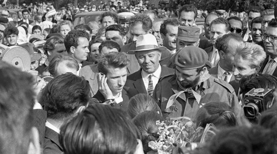 Cuban leader Fidel Castro (centre) talking to Ustinovka villagers, Kiev Region.© Vasily