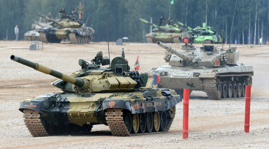 Participants in the final contest of the Tank Biathlon competition at the Alabino training ground in the Moscow Region. © 