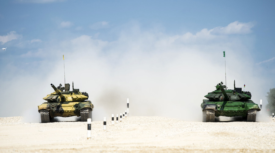 Russia's (left) and Azerbaijan's T-72B3 tank crews seen competing in the semifinals of the Tank Biathlon competitions at the Alabino range. © 