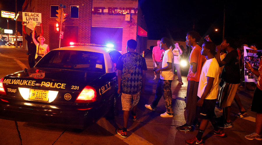 Protestors confront the police during disturbances following the police shooting of a man in Milwaukee, Wisconsin, U.S. August 14, 2016. © Aaron P. Bernstein