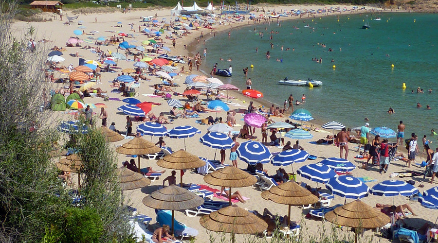 Corsica mayor bans burqinis after violent brawl sparked by Muslim swimwear