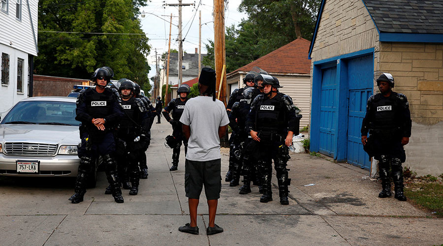 Police in riot gear assemble in an alley after disturbances following the police shooting of a man in Milwaukee, Wisconsin, U.S. August 15, 2016. © Aaron P. Bernstein