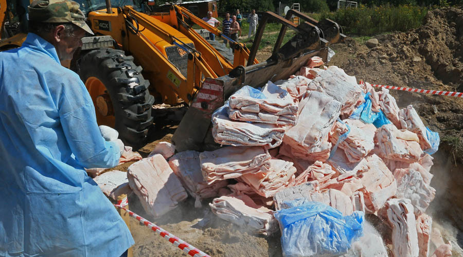 Destruction of the lard, which was confiscated on the Russian-Polish border, at one of the proving grounds in the Kaliningrad Region. © Igor Zarembo
