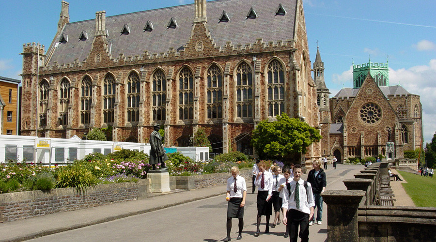 Students at Clifton College © Wikipedia