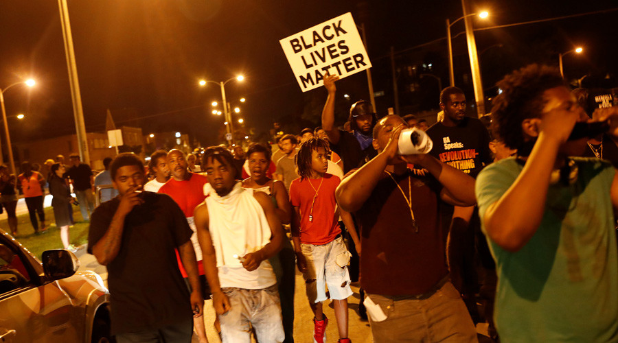 Protestors march during disturbances following the police shooting of a man in Milwaukee, Wisconsin. © Aaron Bernstein