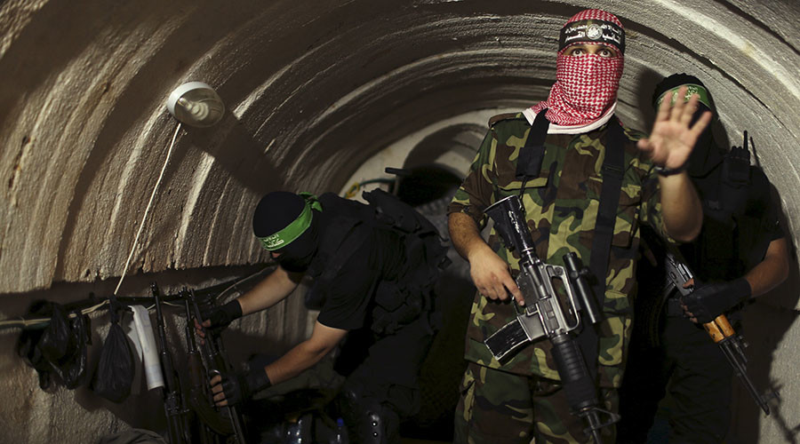 A Palestinian fighter from the Izz el-Deen al-Qassam Brigades, the armed wing of the Hamas movement. © Mohammed Salem