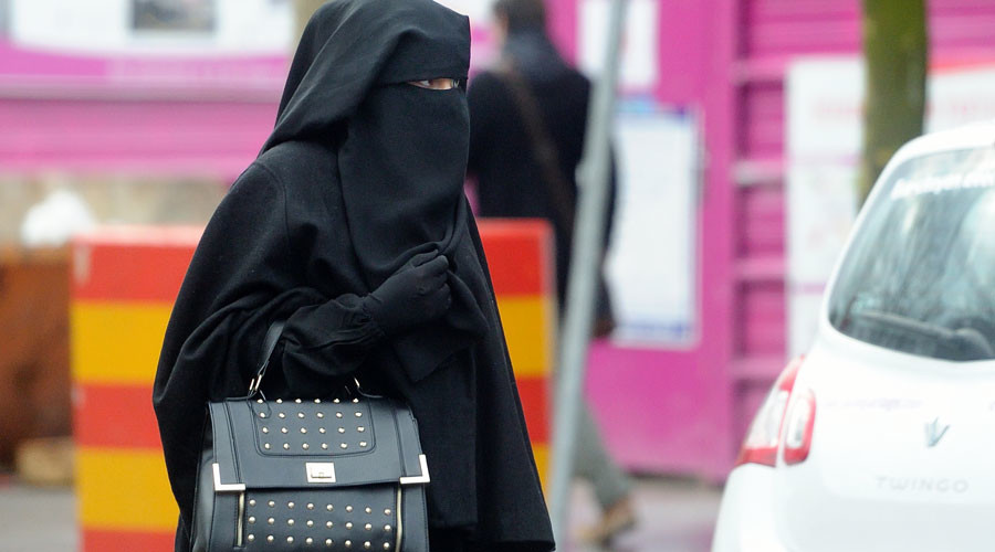 Mockery on Twitter over French official's 'Muslims should be discreet' comments