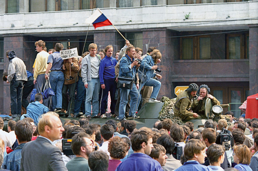 People were quick to proclaim their victory climbing on top of tanks and waving the Russian flags. © Sergey Subbotin