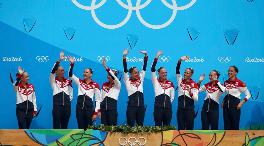 Team Russia (RUS) celebrates winning gold. © Michael Dalder
