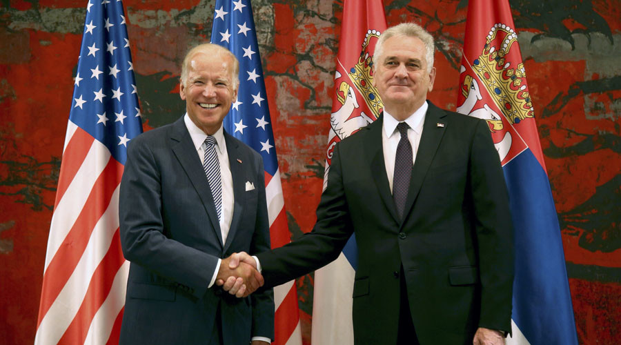 U.S. Vice President Joe Biden (L) and Serbia's President Tomislav Nikolic pose for media before their meeting in Belgrade, Serbia, August 16, 2016. © Djordje Kojadinovic