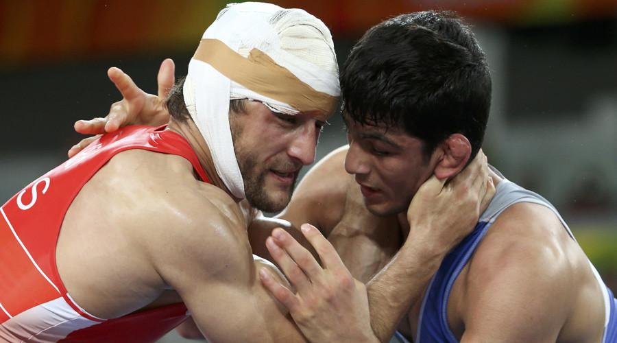 Aniuar Geduev (RUS) of Russia and Hassan Yazdanicharati (IRI) of Iran compete. © Toru Hanai