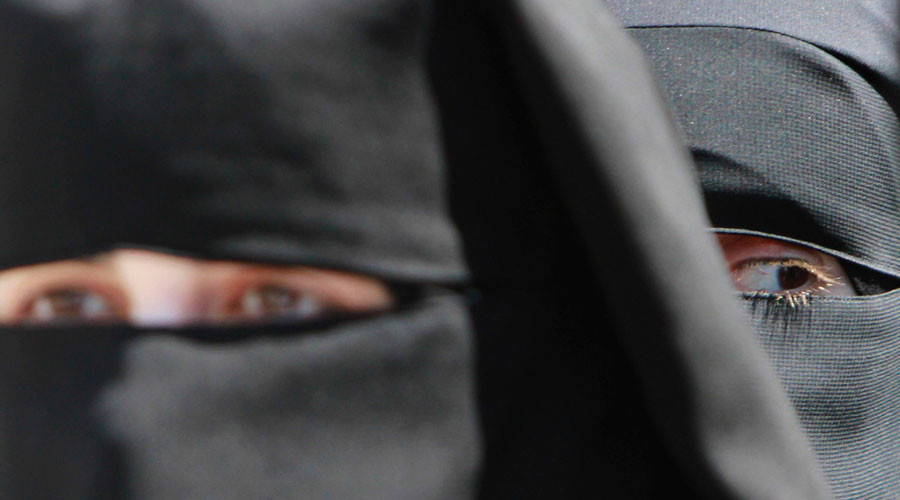 German teachers stand up for Muslim student banned from wearing niqab at school