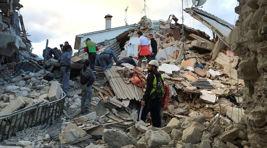 Rescuers work at a collapsed house following a quake in Amatrice, central Italy, August 24, 2016. © Emiliano Grillotti